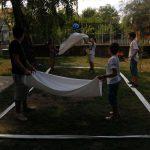 Lepedő labdázás játék közben
